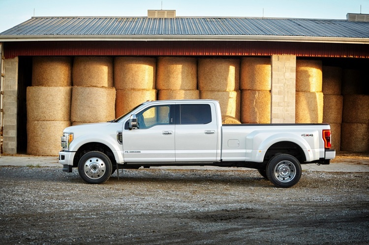 2017 Ford F-450 side view