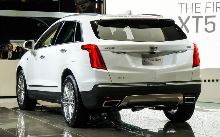 2017 Cadillac XT5 rear view