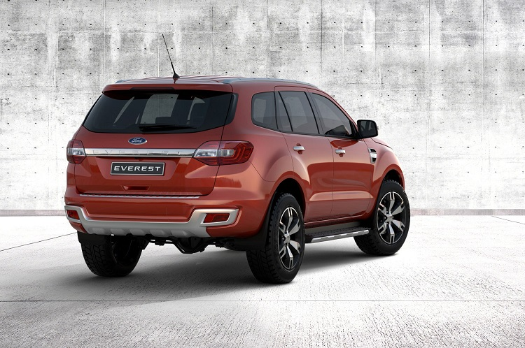 2017 Ford Everest rear view