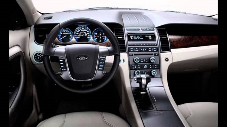 2017 Ford Taurus interior