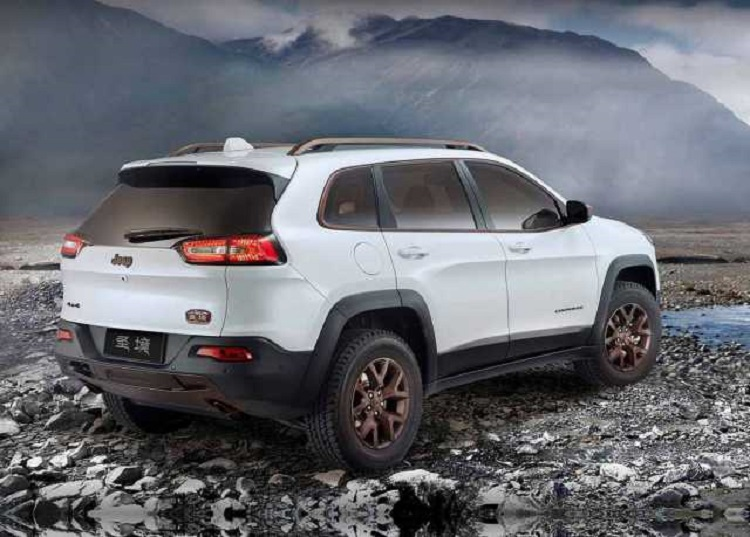 2017 Jeep Cherokee rear view