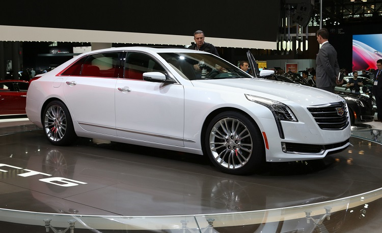 2017 Cadillac CT6 front view