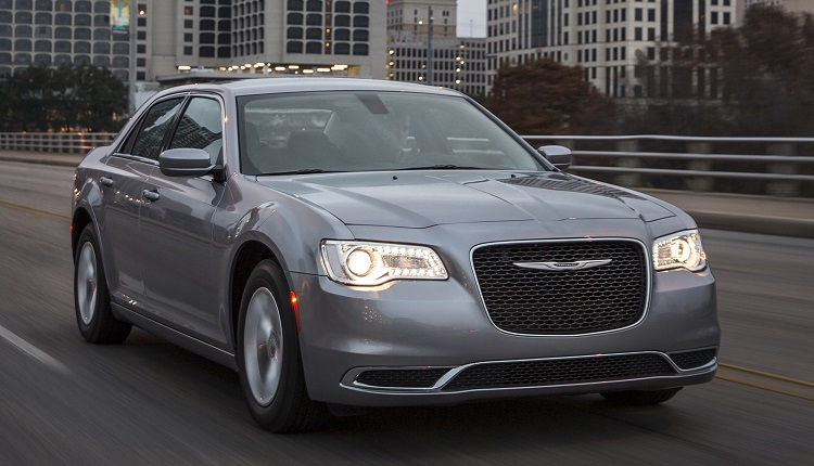 2017 Chrysler 300 front view
