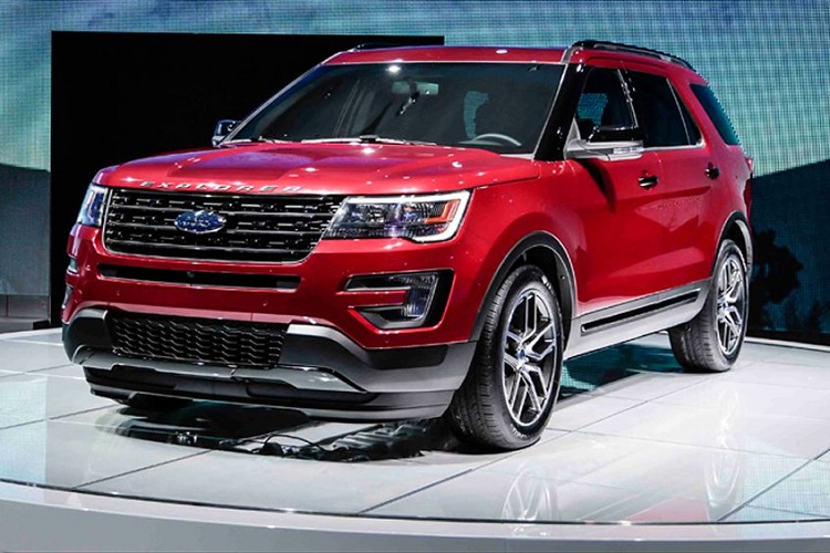 2017 Ford Explorer Sport front view
