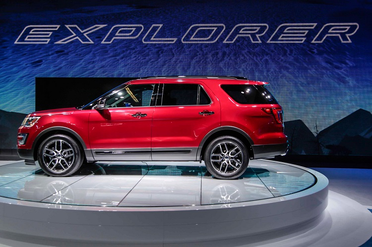 2017 Ford Explorer Sport side view