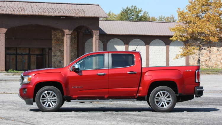 2017 GMC Canyon side view
