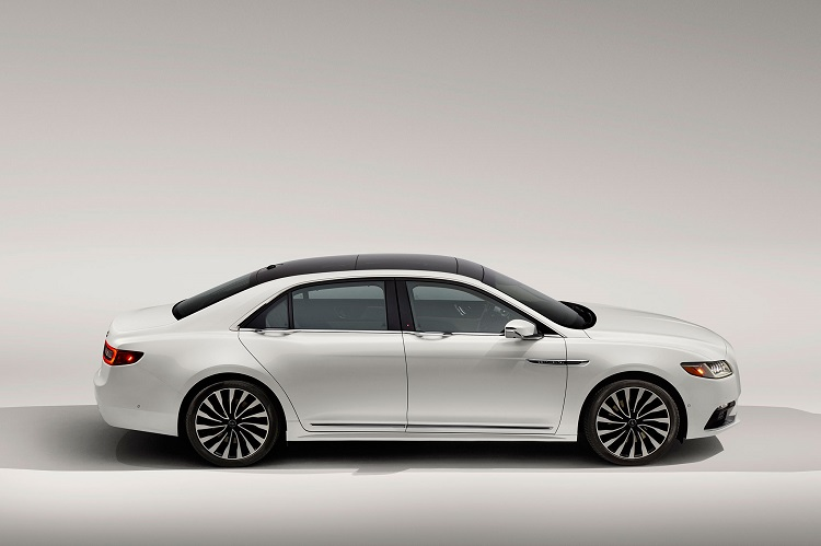 2017 Lincoln MKZ side view