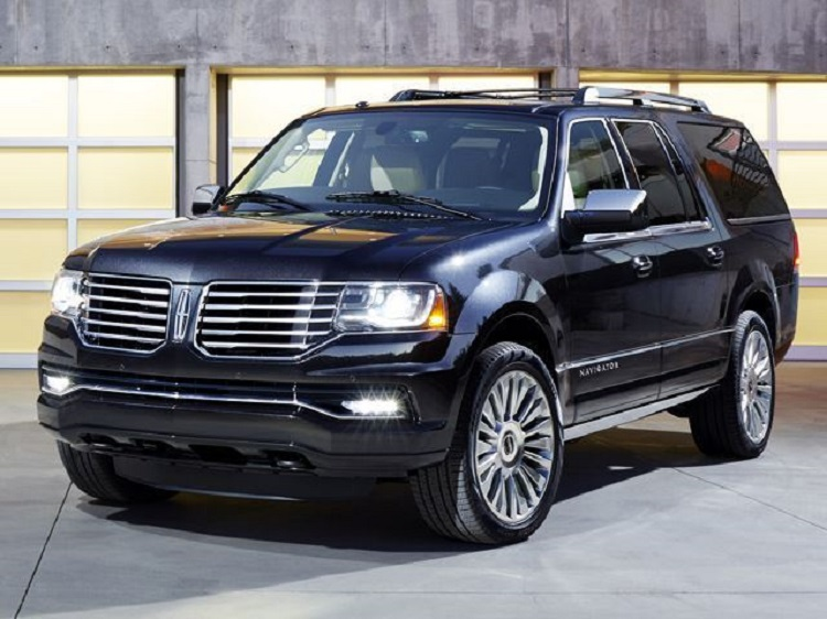 2017 Lincoln Navigator L front view