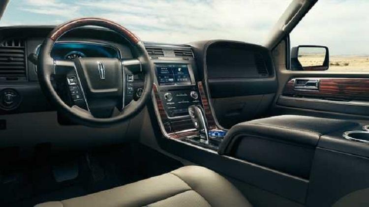 2017 Lincoln Navigator L interior