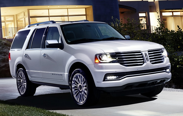 2017 Lincoln Navigator front view
