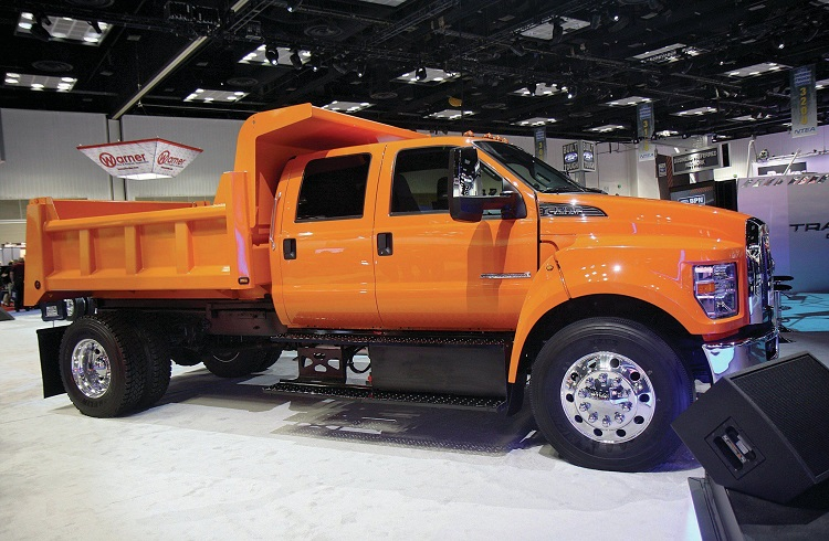 2017 Ford F-750 side view