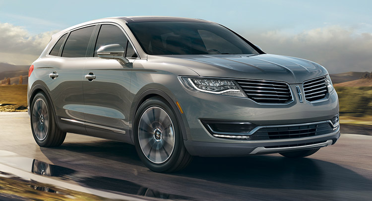 2017 Lincoln MKT front view