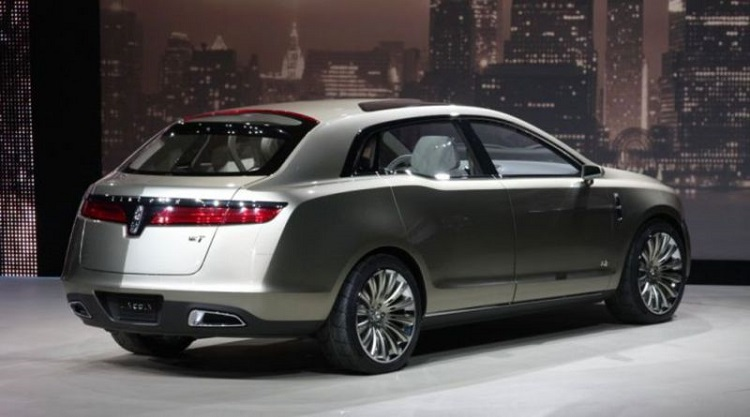 2017 Lincoln MKT rear view
