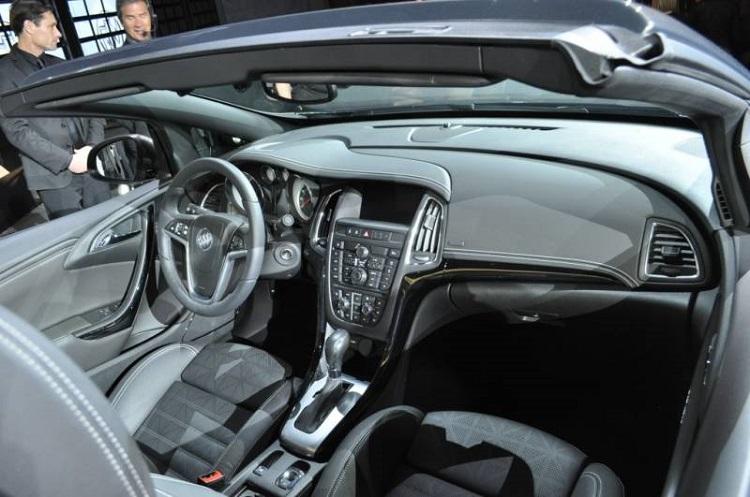 2018 Buick Cascada interior