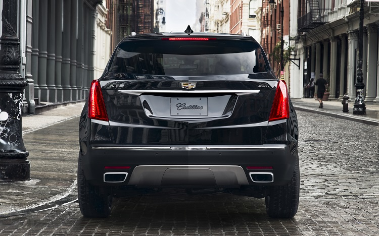2018 Cadillac XT5 rear view