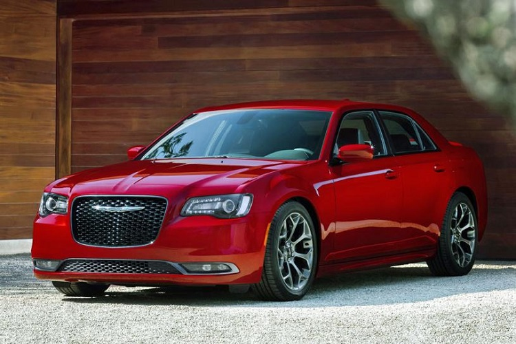 2018 Chrysler 300 front view