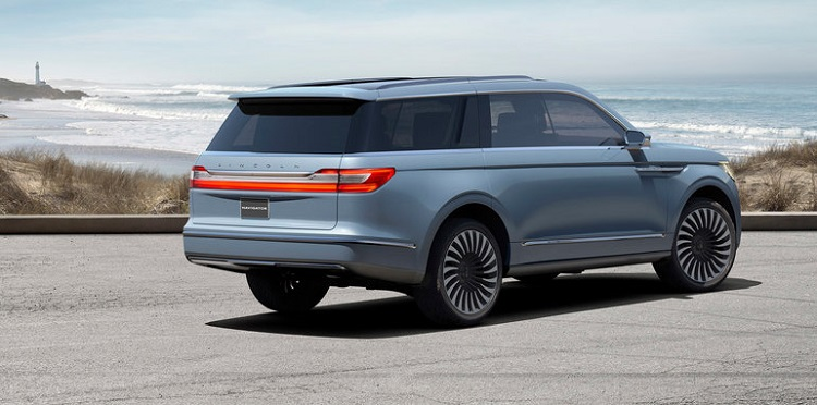 2018 Lincoln Navigator rear view