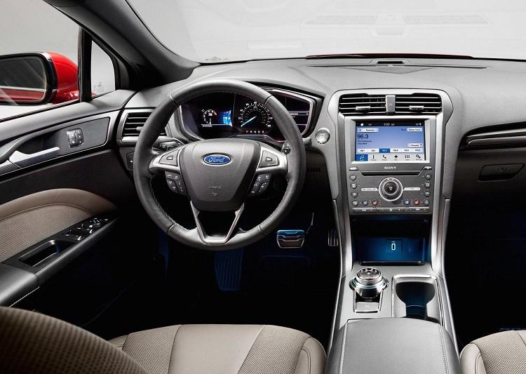 2018 Ford Mondeo interior