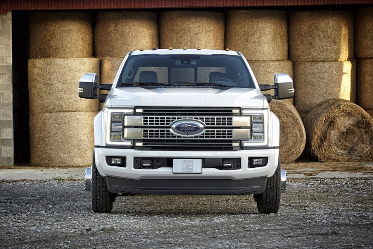 2018 Ford Super Duty front view
