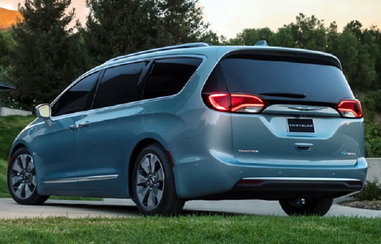 2018 chrysler pacifica rear view