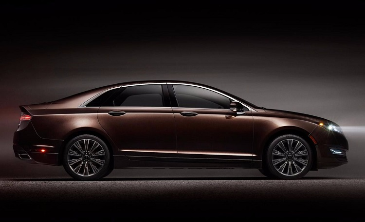2018 Lincoln MKS side view