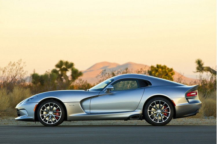 2018 Dodge Viper side view