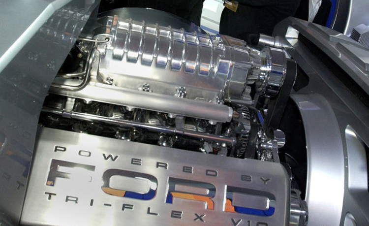2018 Ford F-550 V-10 engine
