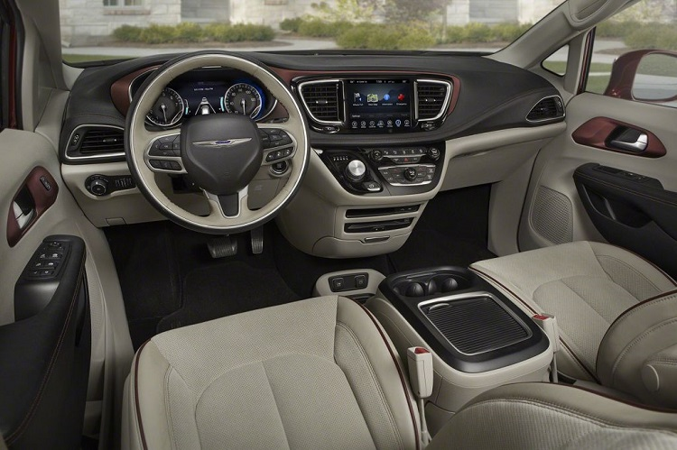 2018 Chrysler SUV cabin