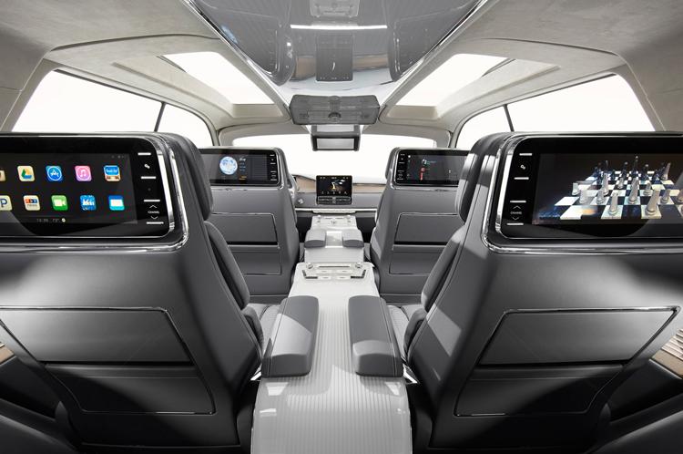 2018 Lincoln MKT interior