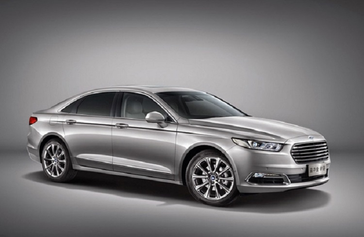 2019 Ford Taurus front view