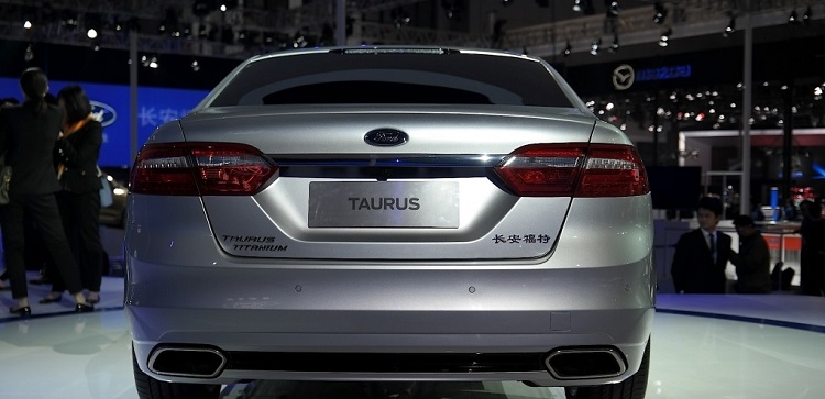 2019 Ford Taurus rear view