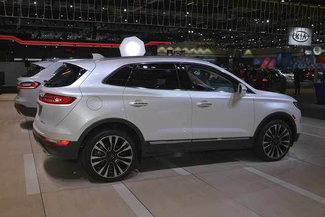 2019 Lincoln MKC side view