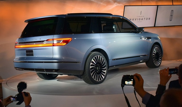 2019 lincoln navigator rear view