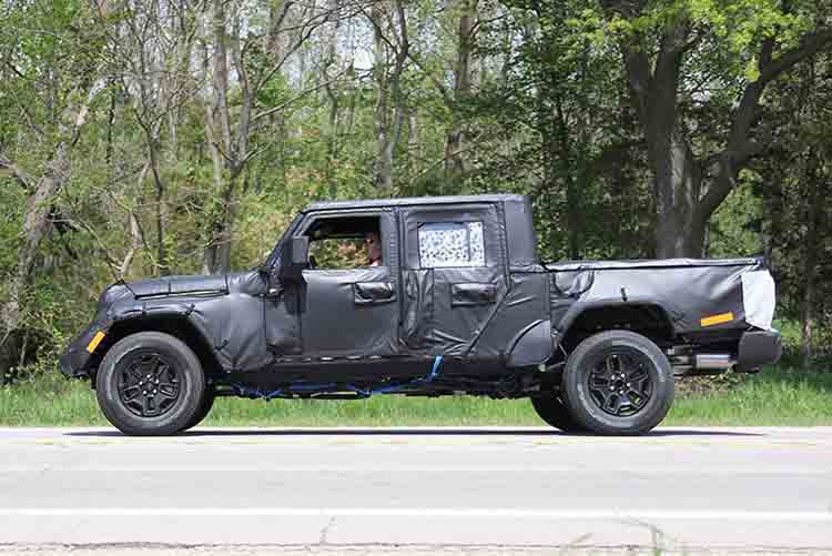 2019 Jeep Wrangler Pickup side