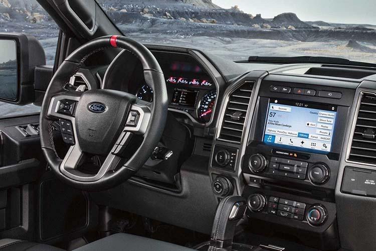 2019 Ford F-550 interior