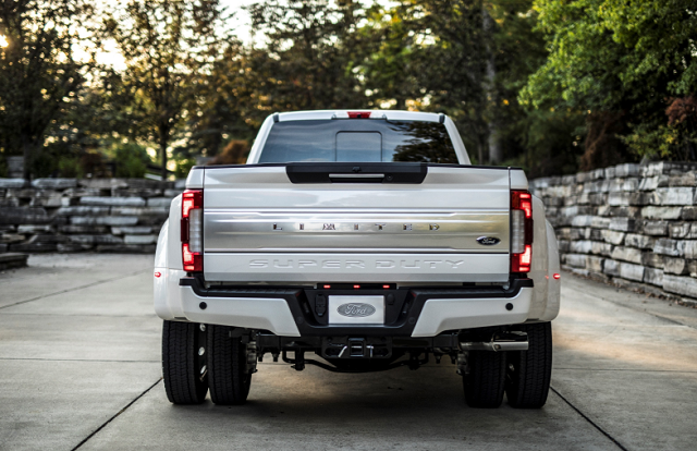 2019 Ford F-450 rear view