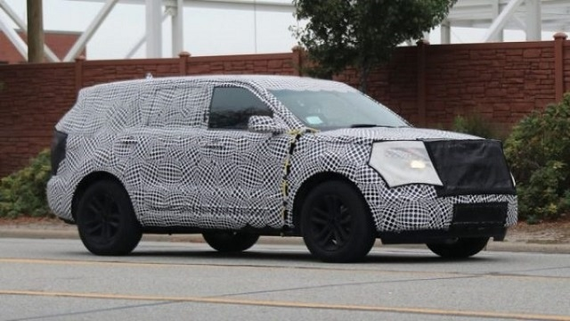 2020 ford explorer side view