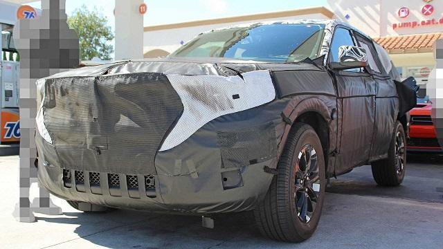 2021 Jeep Grand Cherokee spy shot