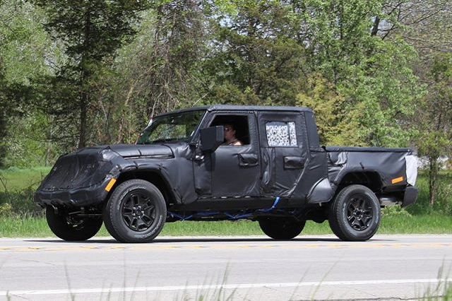 2021 Jeep Scrambler spy shot